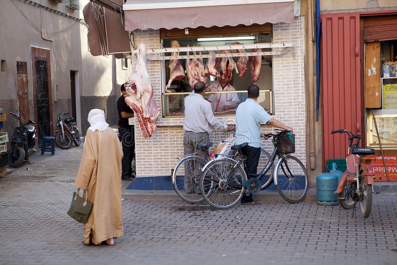 Slaktare shoppar i Taroudant royaltyfri fotografi