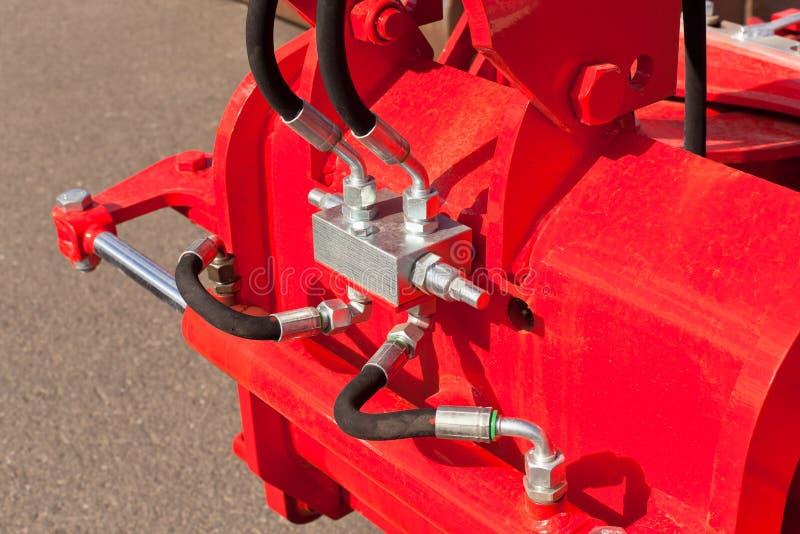 Slangar för hydrauliskt system på lantgårdmaskinen arkivfoton