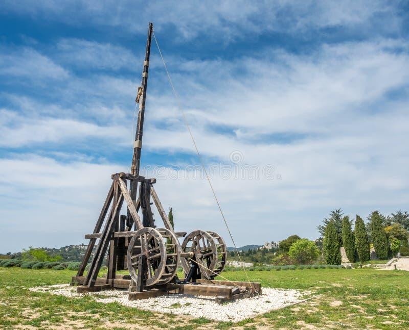 Slangbåge i Les Baux-de-Provence, Frankrike arkivbild