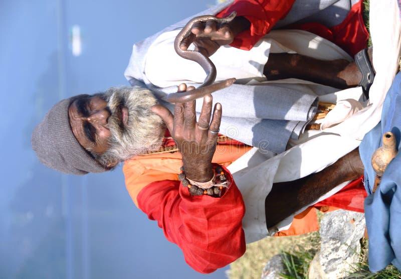 Slangenbezweerder in Nepal royalty-vrije stock foto