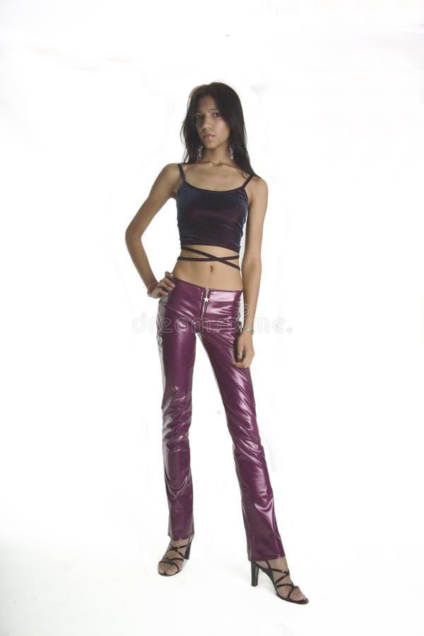 Slank meisje in roze broek stock fotografie