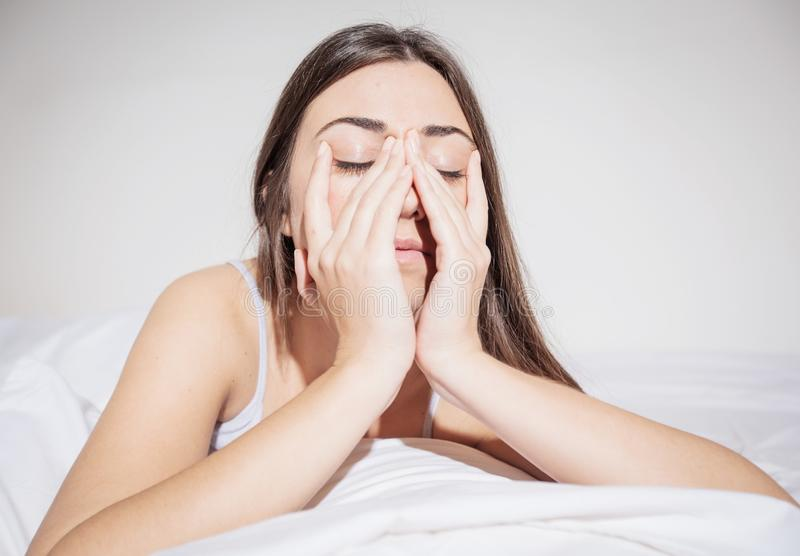 Slapeloosheid gedeprimeerde vrouw stock foto