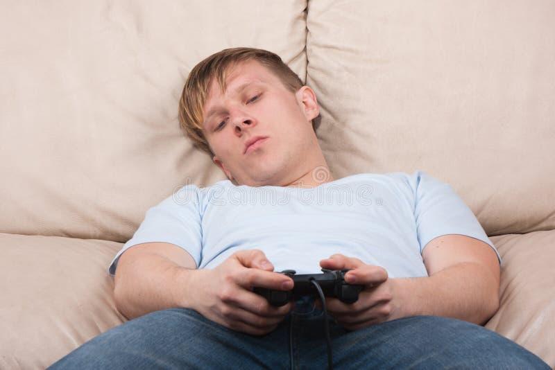 Slaperige gamer stock afbeelding