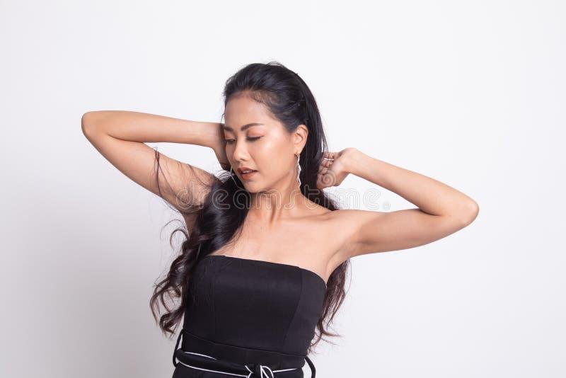 Slaperige jonge Aziatische vrouwengeeuw stock fotografie