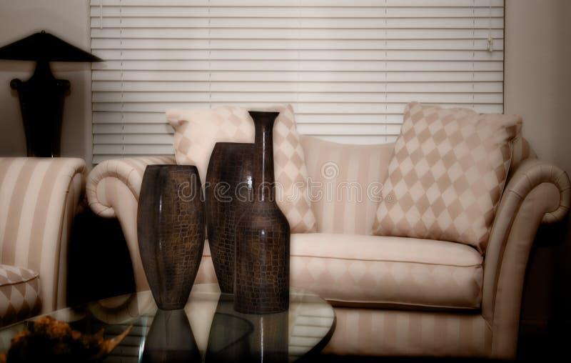 Download Slappt samtidat glöd arkivfoto. Bild av tabell, soffa, slätt - 518734