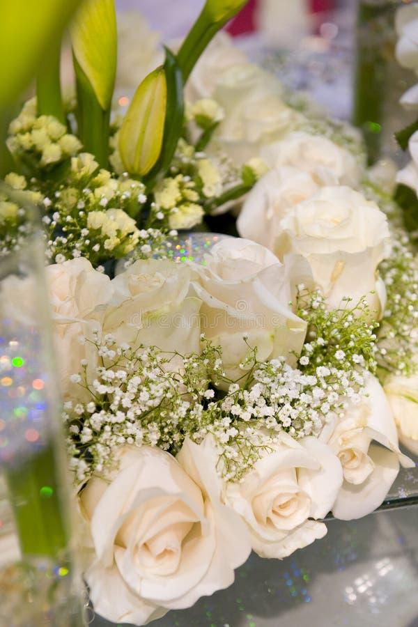 slappt tabellbröllop för romantisk inställning royaltyfri bild