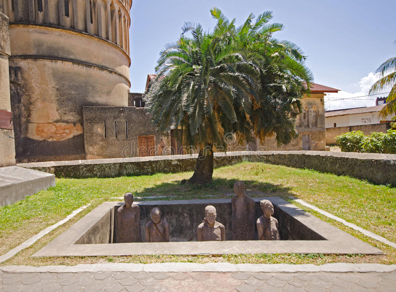 Slavmarknadsminnesmärke i stenTown på Zanzibar royaltyfria bilder