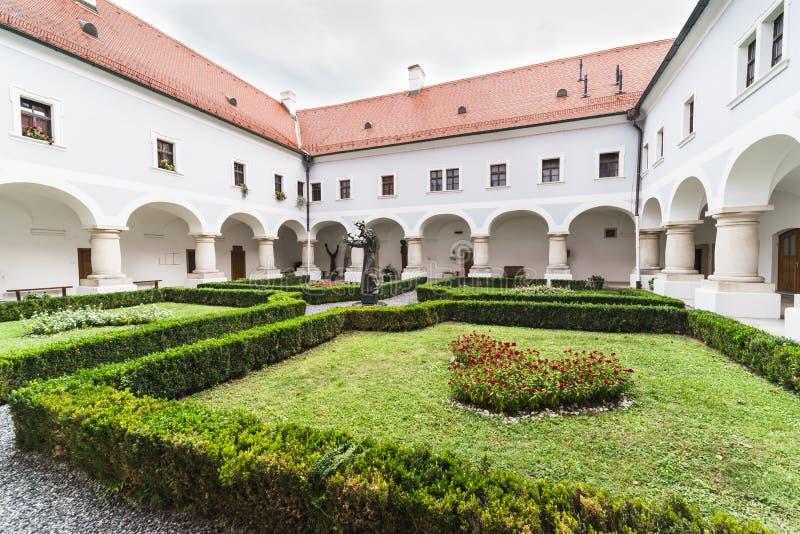 Slavonski Brod Kroatien, Franciscan kloster av den heliga Treenighet arkivbilder