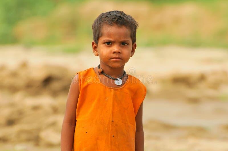 Slecht Indisch kind stock afbeeldingen