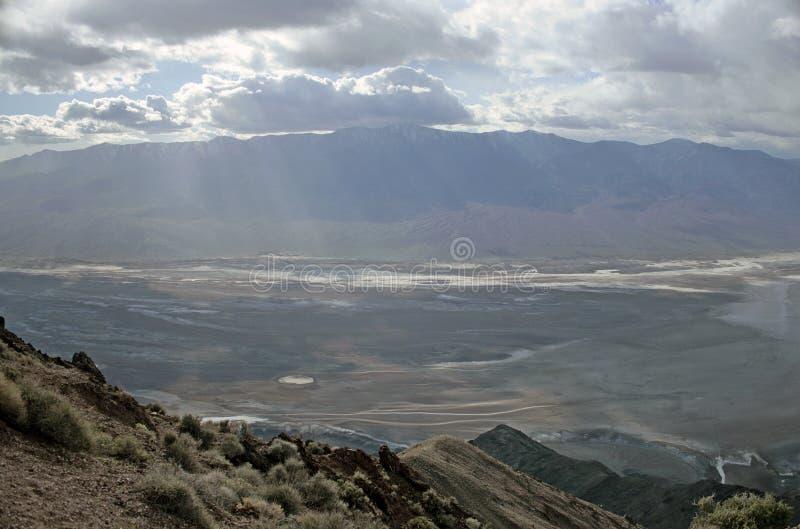 Slecht Waterbassin van de Mening van Dante - Doodsvallei Californië stock foto