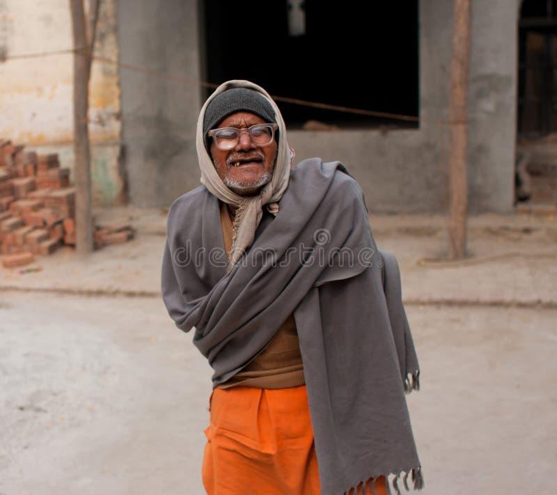 Slechte Aziatische mens in de glazen royalty-vrije stock fotografie