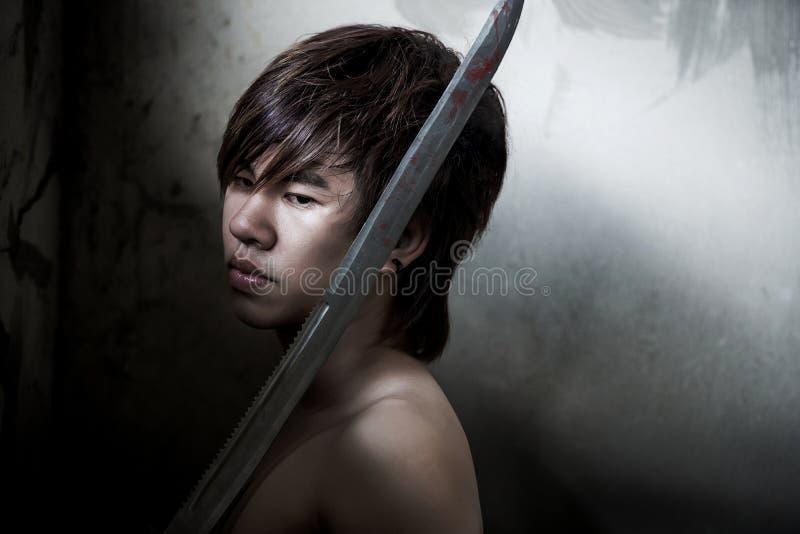 Slechte Aziatische mens met zwaard van rechtvaardigheid royalty-vrije stock afbeelding
