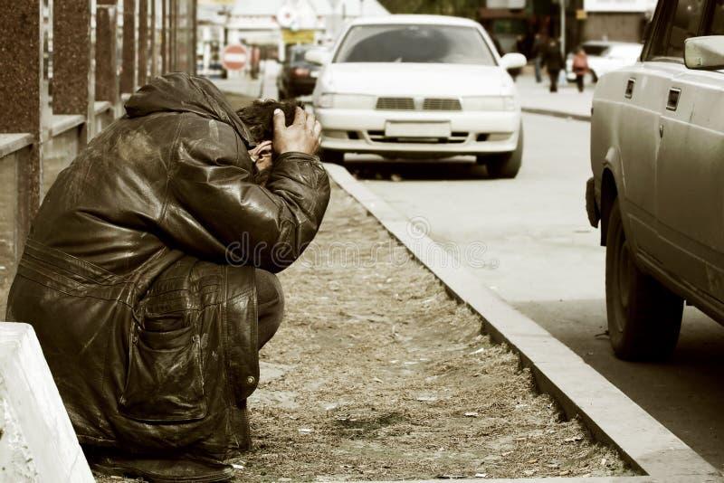 Slechte dakloze bedelaar. stock foto