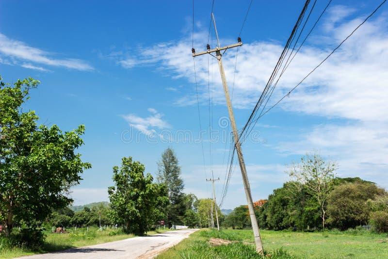 Slechte de elektriciteitspost van de voorwaarden Slechte voorwaarde royalty-vrije stock foto's