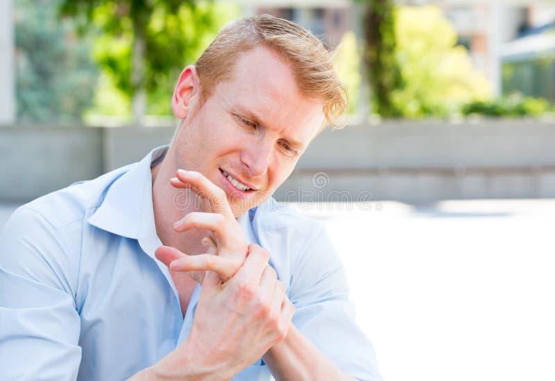 Slechte handpijn stock foto's