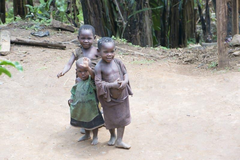 Slechte kinderen in Afrika stock afbeelding