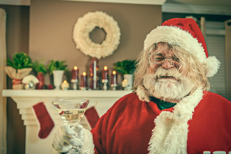 Slechte Santa Getting Wasted On Christmas stock fotografie
