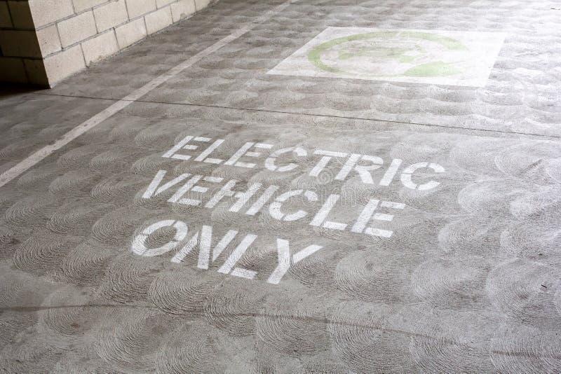 Slechts het gebied van het elektrisch voertuigparkeren stock foto