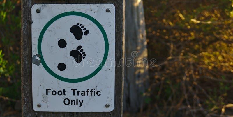 Slechts het teken van het voetverkeer stock foto's