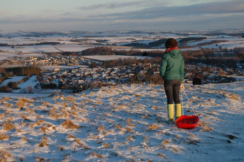 Sledging em Aberdeenshire nevado foto de stock royalty free