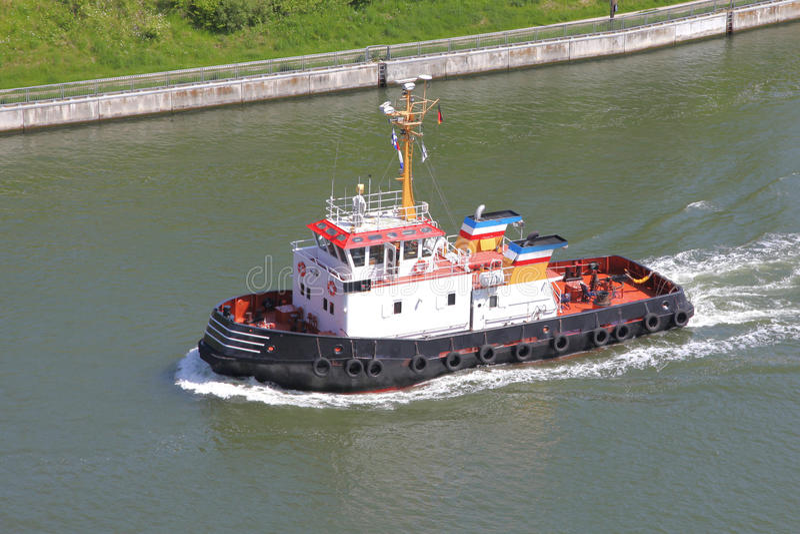 Sleepboot op Kiel Canal stock afbeelding