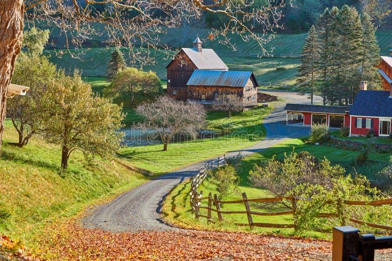 Sleepy Hollowlandbouwbedrijf bij zonnige de herfstdag in Woodstock, Vermont stock afbeelding