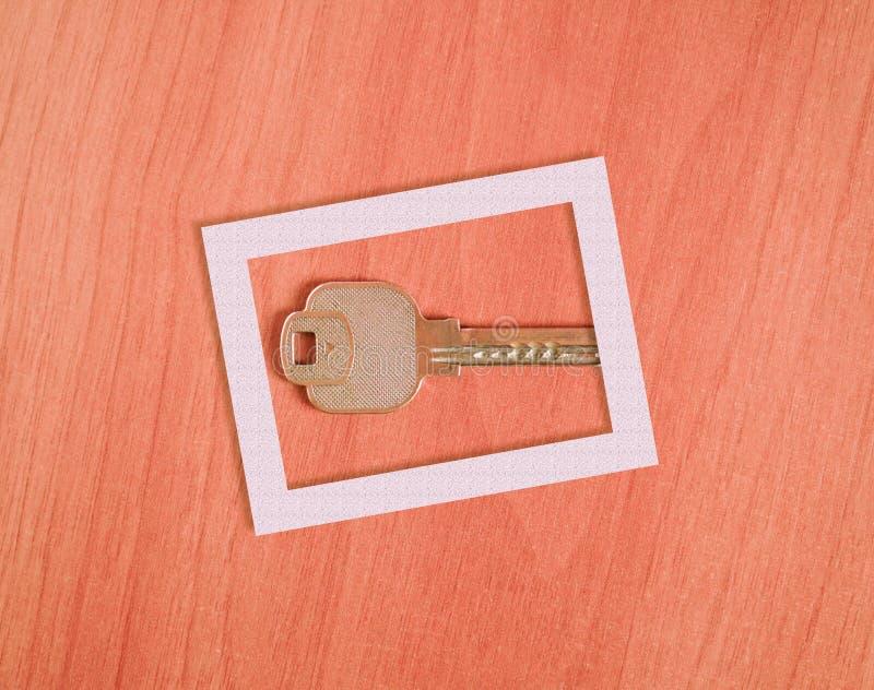 Sleutel binnen een representatief kader royalty-vrije stock foto's