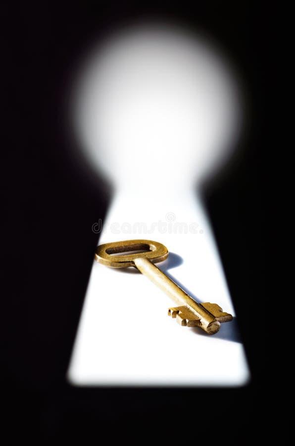Sleutel in een sleutelgat royalty-vrije stock foto