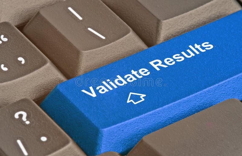 Sleutel om resultaten te bevestigen royalty-vrije stock fotografie