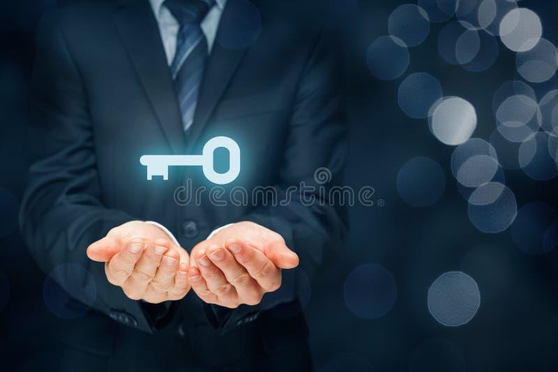 Sleutel tot succes of oplossing stock afbeeldingen