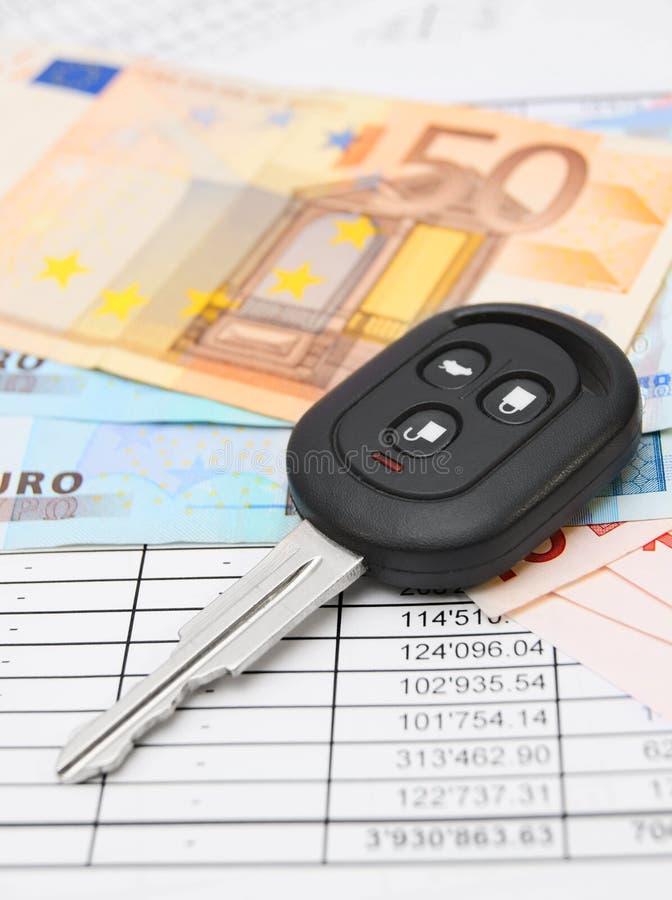 Sleutel van de auto, geld stock afbeelding