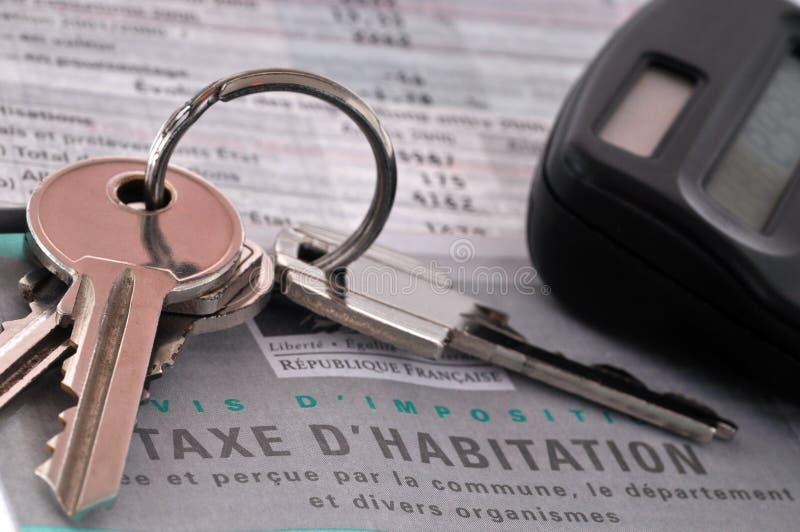 Sleutelbos op een Franse belastingsvorm stock fotografie