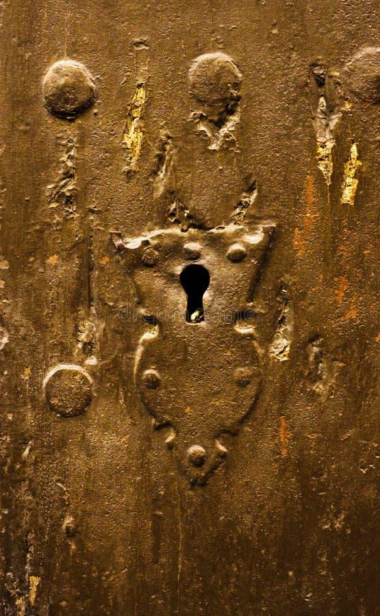 Sleutelgat in een oude deur met een interessante textuur, een rest van royalty-vrije stock afbeelding