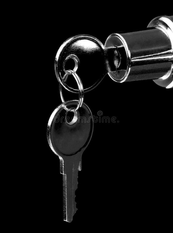 Sleutels in slot stock fotografie