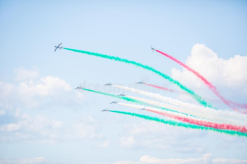 Sliac, Slowakei - 4. August 2019 Luft shov italienisches aerobatic Geschwader Frecce Tricolori auf dem Himmel führen akrobatische stockfotos
