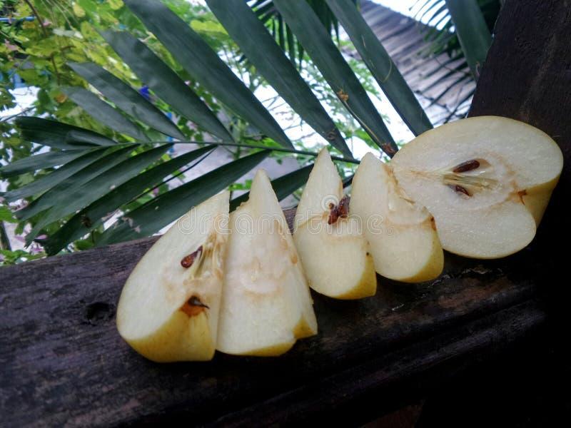 SliceÄ 新鲜和甜水多的中国梨 免版税库存照片