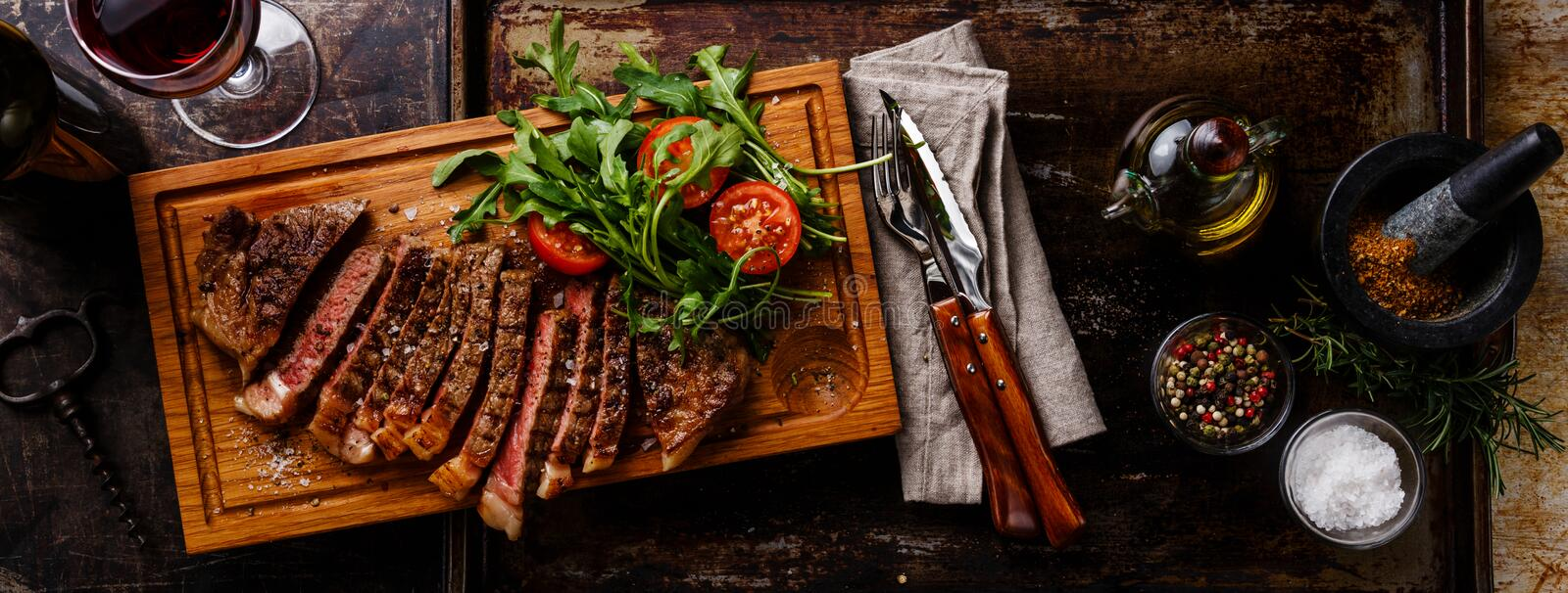 Sliced steak and salad royalty free stock photos