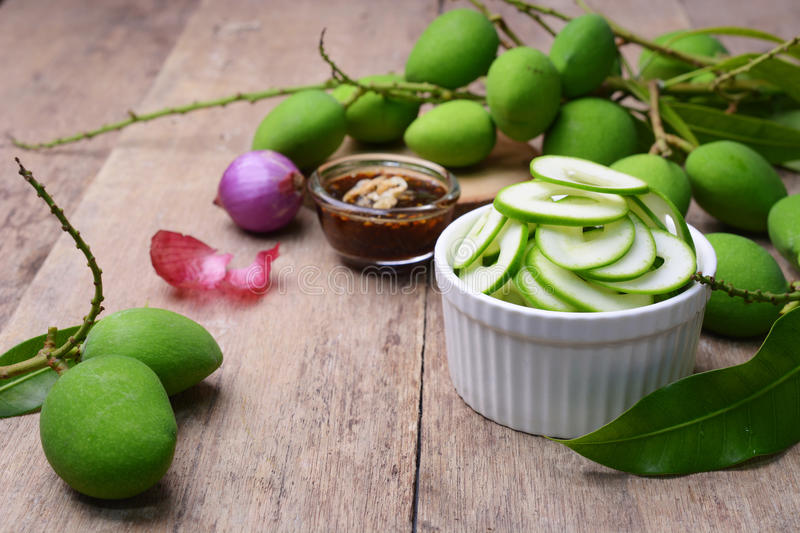 Download Sliced Young Mangoes With Sweetened Fish Sauce. Stock Photo - Image: 78811787