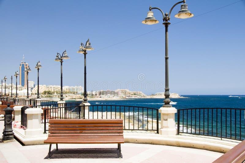 Sliema Malta Europa della passeggiata della spiaggia fotografie stock libere da diritti