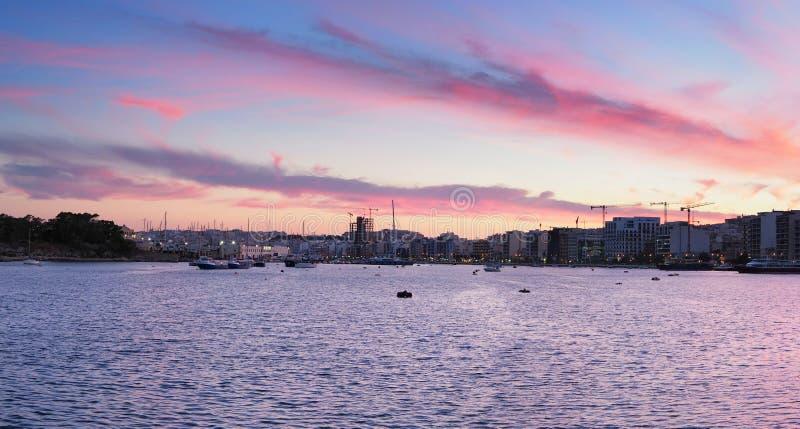 Sliema miasto i schronienie przy zmierzchem - Malta fotografia stock