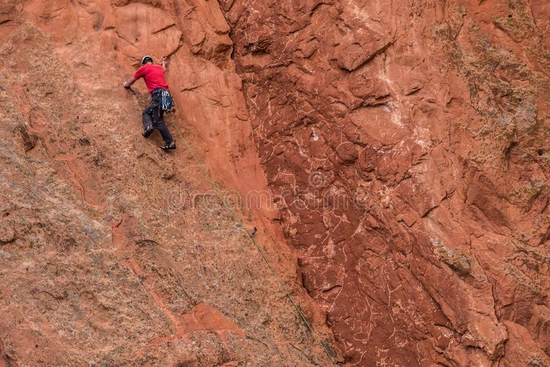 Slifee de la roca de la escalada en el jard?n de las monta?as rocosas de Colorado Springs de dioses fotografía de archivo