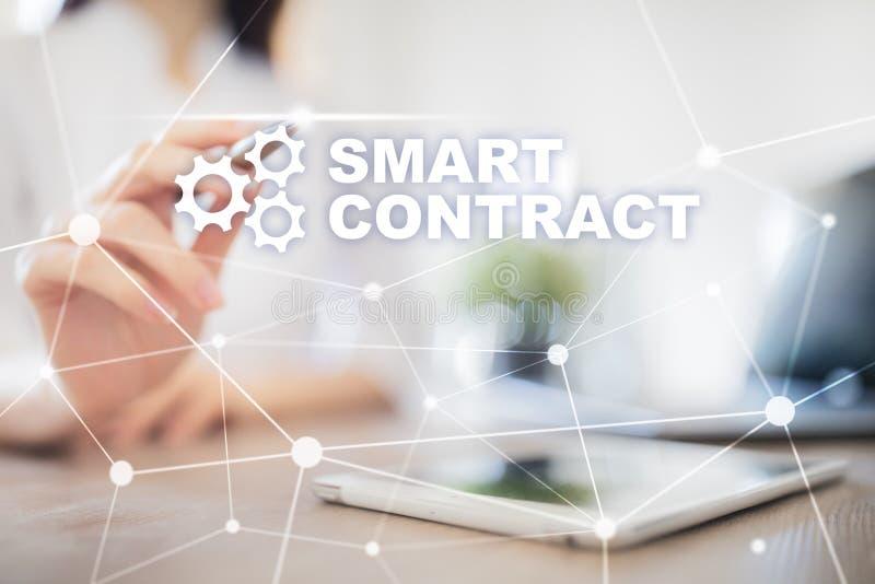Slim contract, blockchain in moderne bedrijfstechnologie royalty-vrije stock afbeeldingen