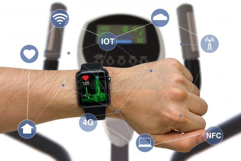 Slim Horloge Controlehart Rate Application Concept While Exer royalty-vrije stock foto