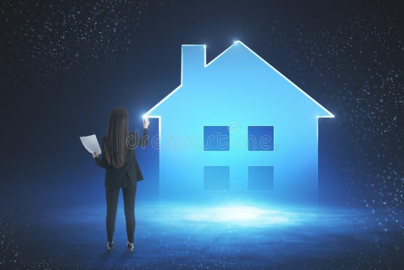 Slim huis en toekomstig concept royalty-vrije stock afbeeldingen