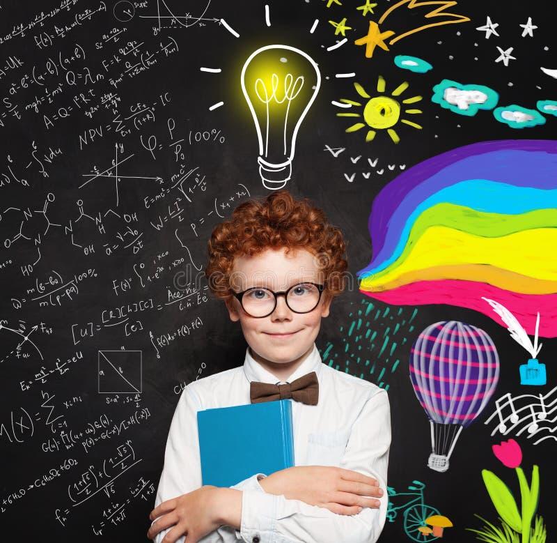 Slim jong jongensportret Brainstorming, creativiteit, wetenschap en het concept van kunstenberoepen royalty-vrije stock afbeeldingen
