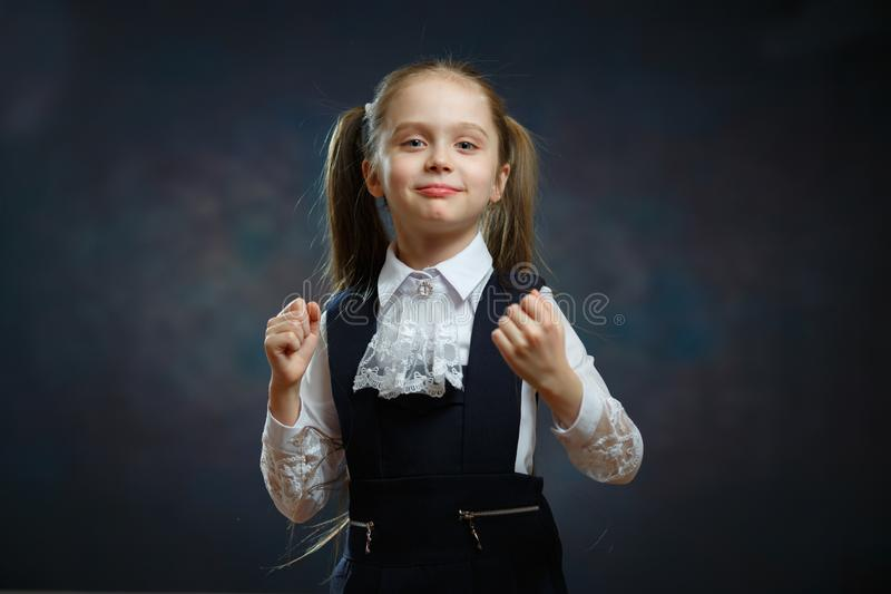 Slim Schoolmeisje in Eenvormig Close-upportret stock foto