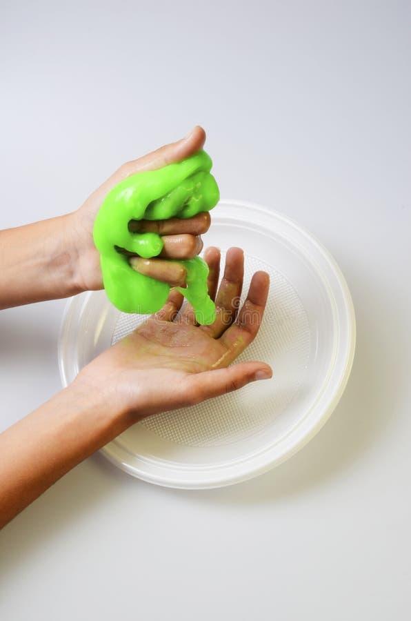 Slime πατέ ελαστικό και ιξώδες σε ετοιμότητα παιδιών ` s στοκ εικόνα