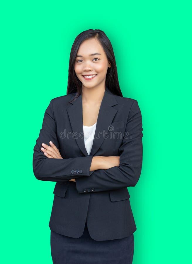 slimme Aziatische vrouw als onderneemster dwarswapen stock foto