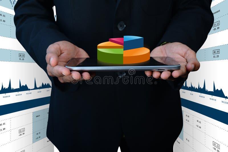 Slimme hand die financiëncirkeldiagram tonen royalty-vrije stock foto's