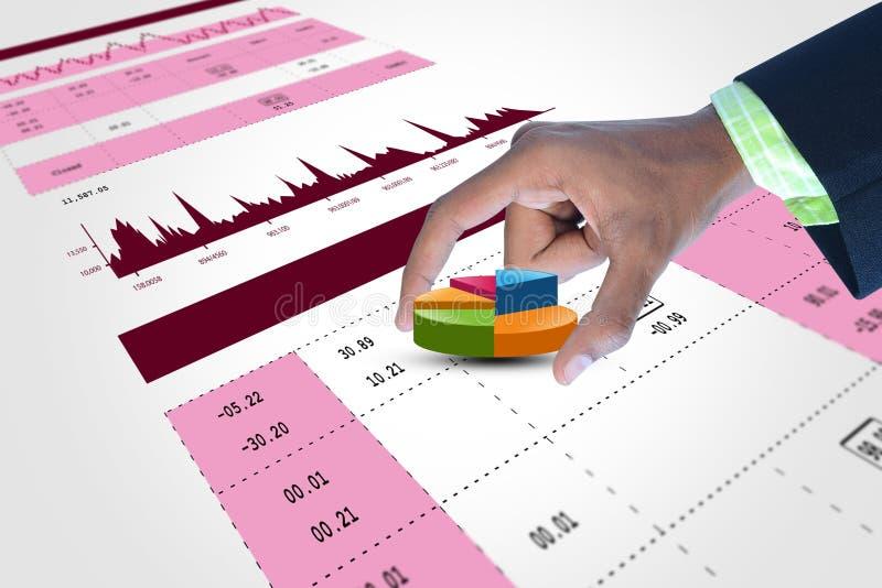 Slimme hand die financiëncirkeldiagram tonen stock afbeeldingen